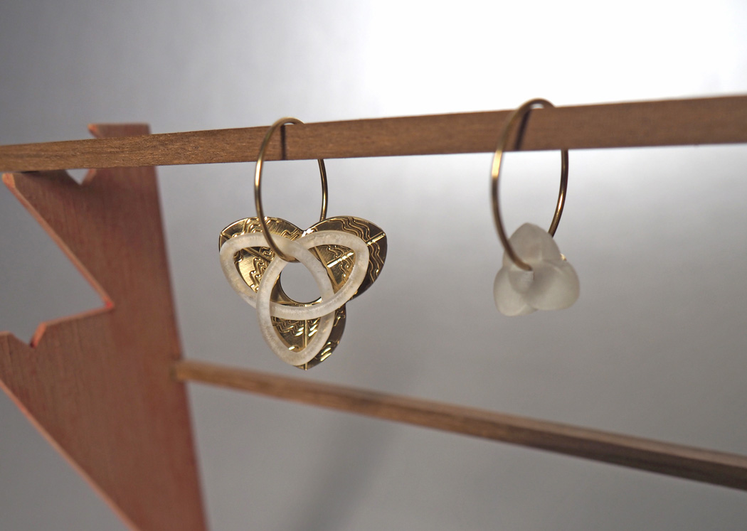 stellag_trivio-P_earrings_brass